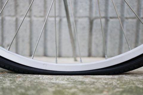 最近,この手の写真が多い気が ... : 自転車 チューブ交換 ママチャリ : 自転車の