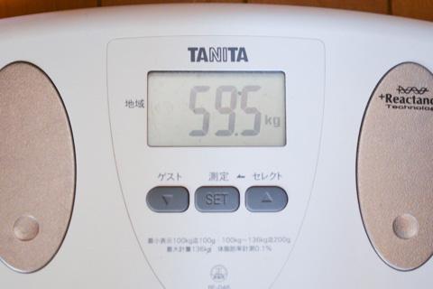 我が人生で初,毎朝,体重を測っています(^^)<br />おぉ! ちょうど,LOOK 595!